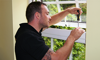 keytek locksmith working on upvc window