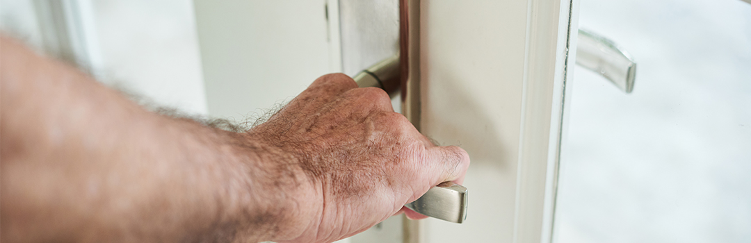 Flat door lock