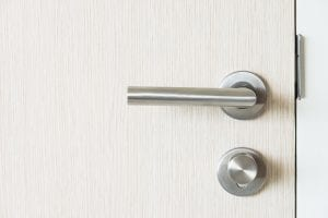 Door handle with knob