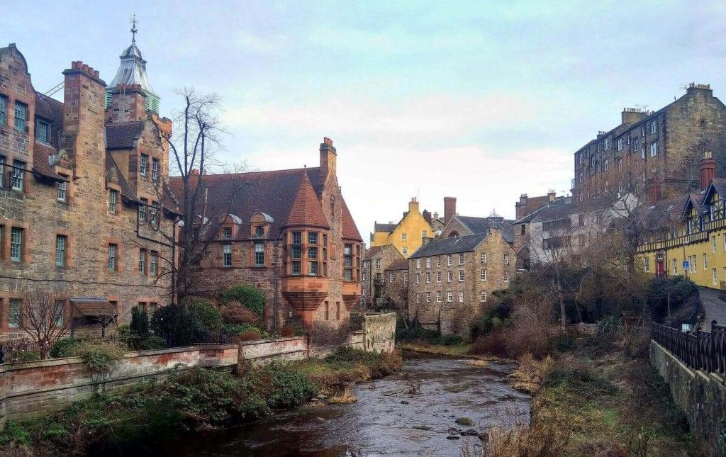 edinburgh houses along river