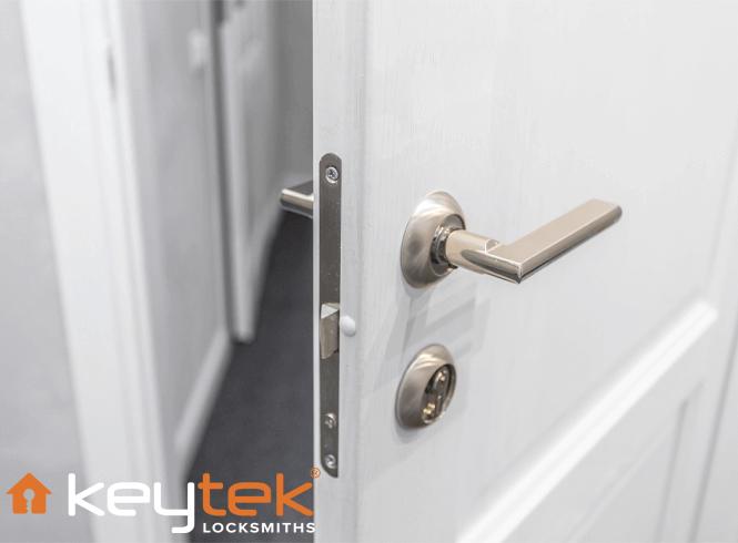 Smart Locks vs Traditional Locks